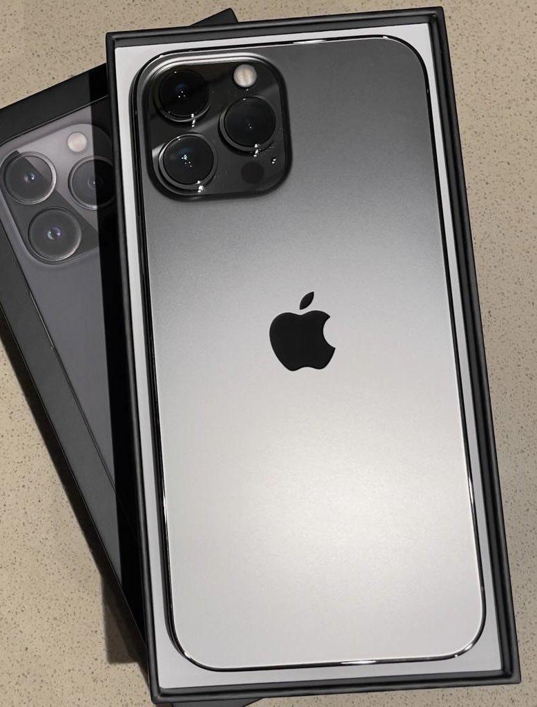 Apple iPhone 13 Pro = 700 EUR, iPhone 13 Pro Max