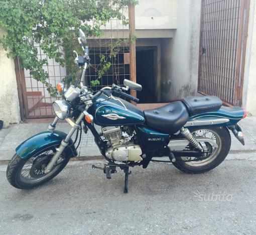 Suzuki GZ Marauder 125cc e 2 caschi integrali