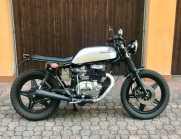 Honda CB400N cafe racer scrambler