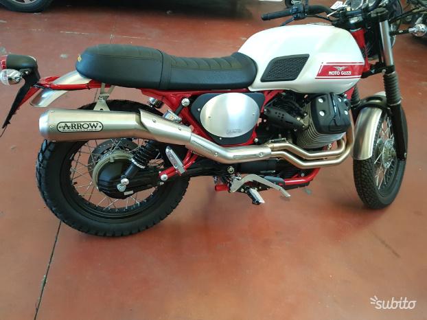 Moto Guzzi V7 II Stornello colore black/orange usato in