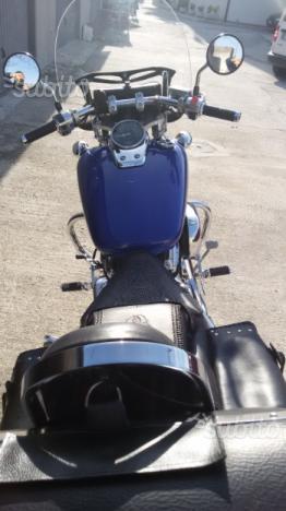 Moto custom Honda Shadow Black widow 750 cc