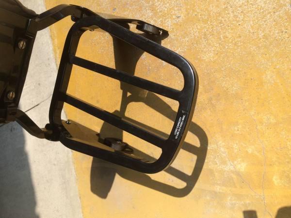 Portapacchi nero per sissybar Harley Davidson