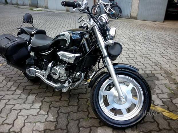 Moto custom 2015 hyosung aquila - 2015