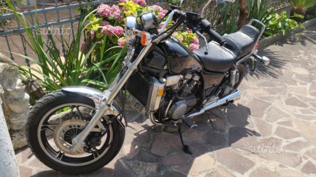 Honda VF 750 C Magna